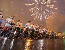 Участники на старте ночного велопарада в Москве