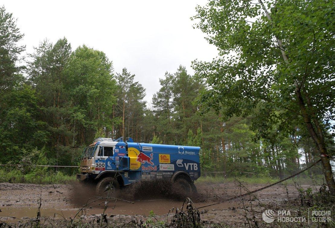 Автомобиль команды КАМАЗ-мастер под управлением Айрата Мардеева