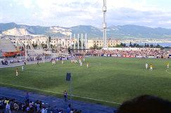 Футбольная команда города Новороссийска Черноморец на поле стадиона во время игры, архив, 1997 год