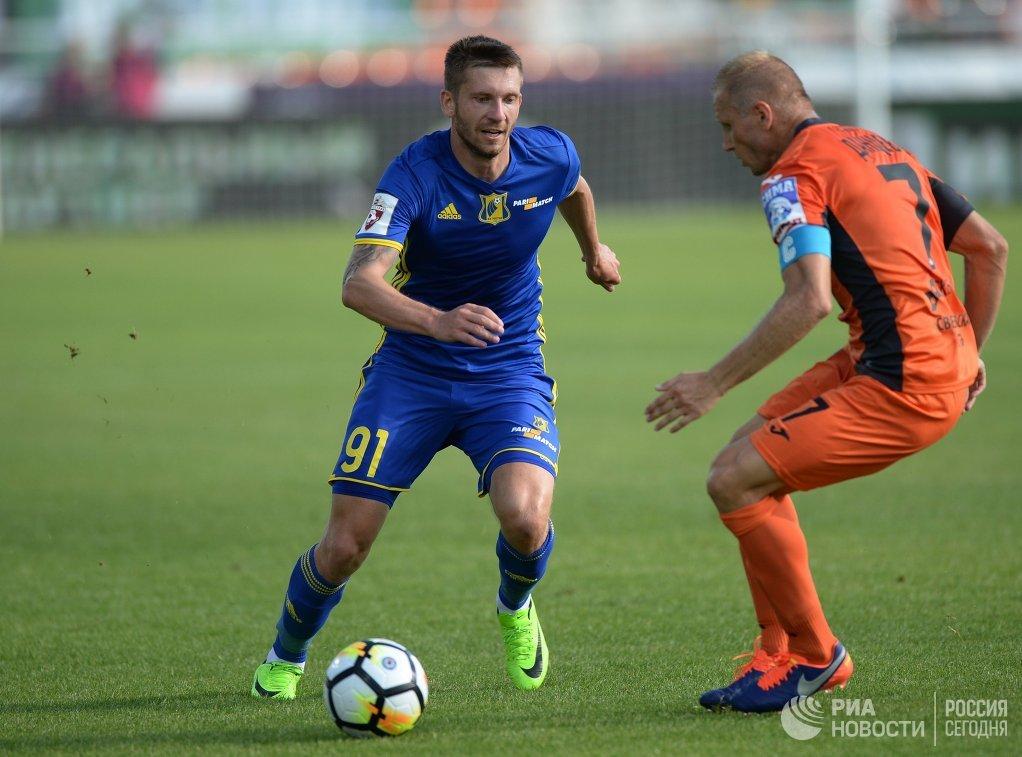 Игровой момент матча Урал - Ростов