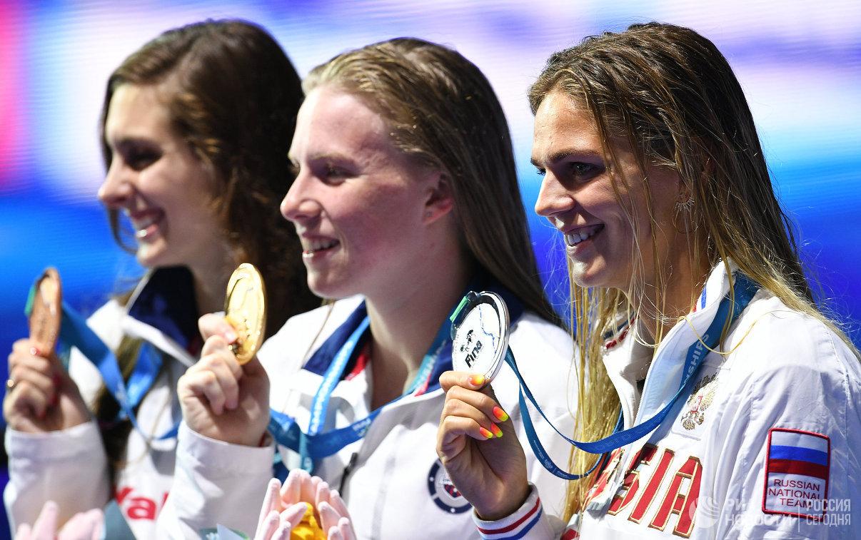 Кэти Мейли, Лилли Кинг, Юлия Ефимова (слева направо)