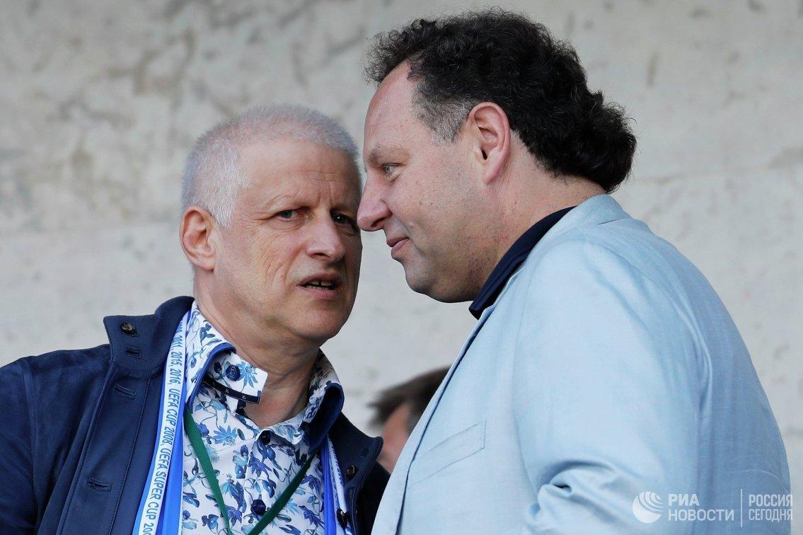 Президент футбольного клуба ФК Зенит Сергей Фурсенко (слева) и спортивный директор ФК Зенит Константин Сарсания