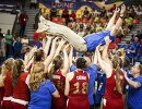 Баскетболистки сборной России до 19 лет качают главного тренера команды