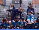 Главный тренер ХК Сочи Сергей Зубов (слева на втором плане)