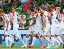 Футболисты Урала радуются забитому мячу