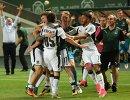 Футболисты Краснодара радуются забитому мячу Ивана Игнатьева в ворота Ахмата