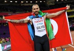 Рамиль Гулиев с флагами Турции и Азербайджана