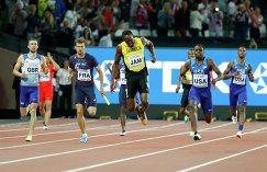 Усэйн Болт (в центре) в финале эстафеты 4 по 100 метров