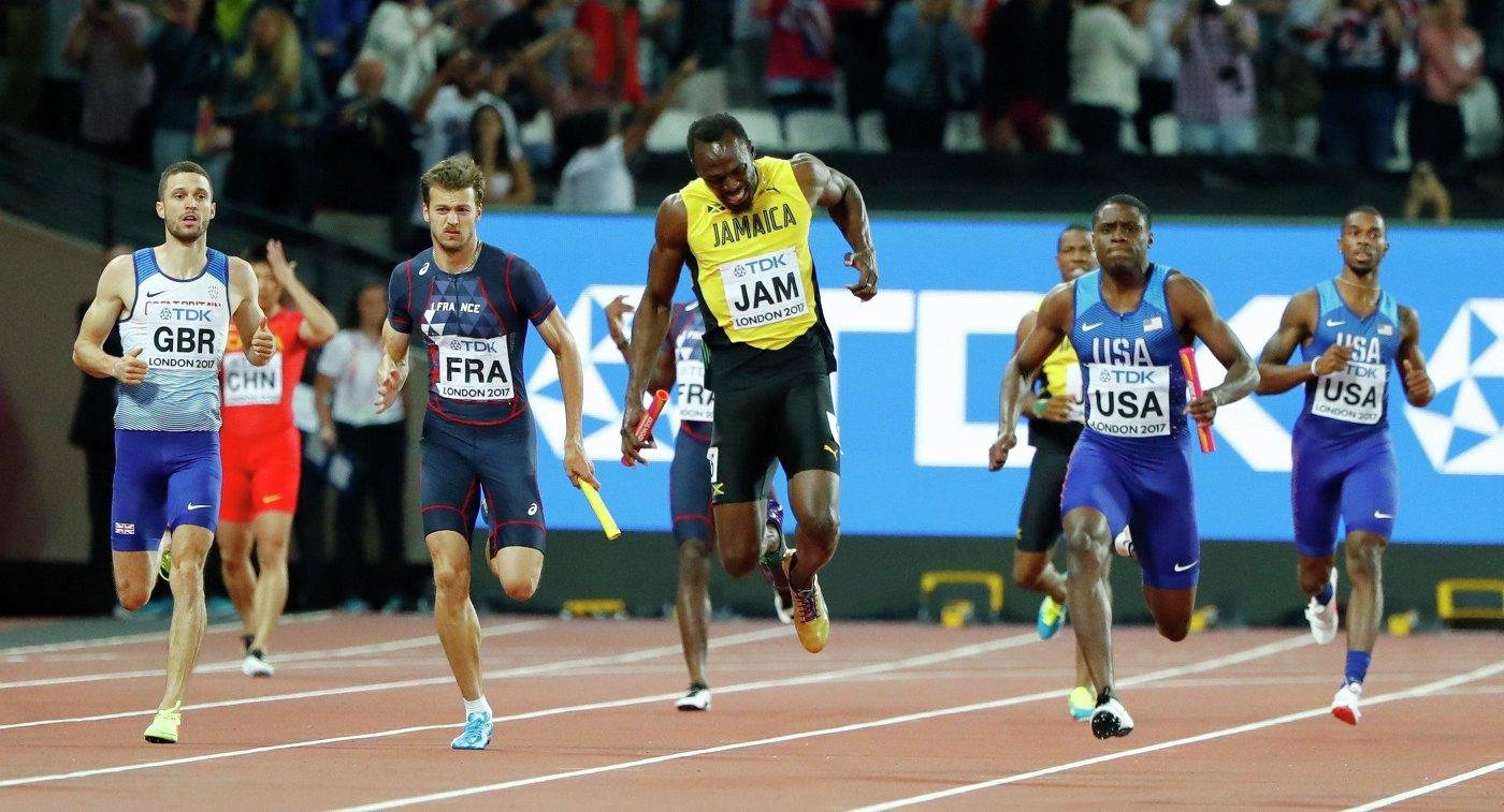 Усэйн Болт (в центре) в эстафете 4 х 100 метров
