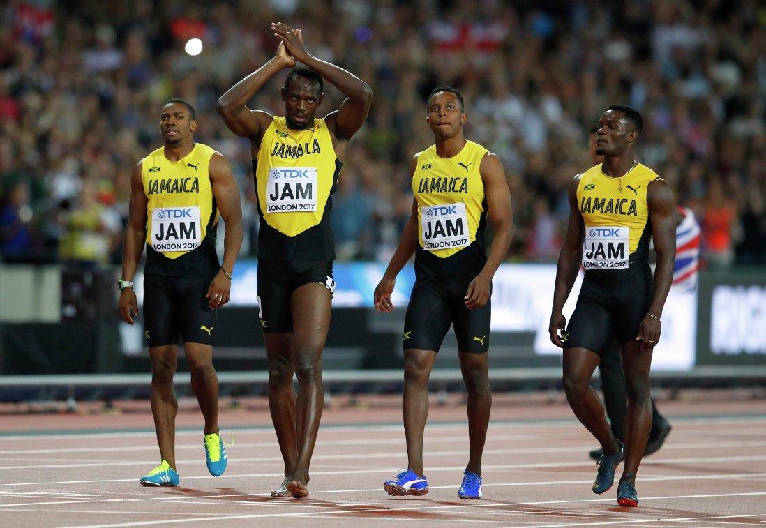 Спортсмены сборной Ямайки во главе с Усэйном Болтом (второй слева)