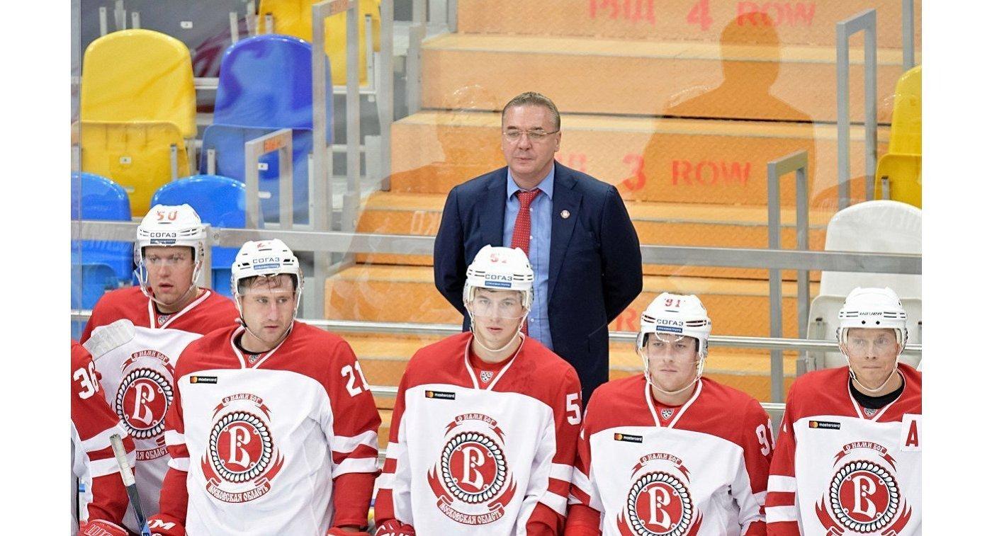 Главный тренер Витязя Валерий Белов (вверху)