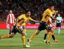 Футболисты Атлетико радуются забитому мячу в ворота Жироны