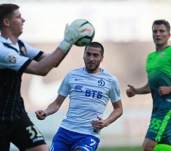 Игровой момент матча Динамо - Уфа