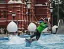 Вейкбордист на открытии вейк-парка в центре Москвы
