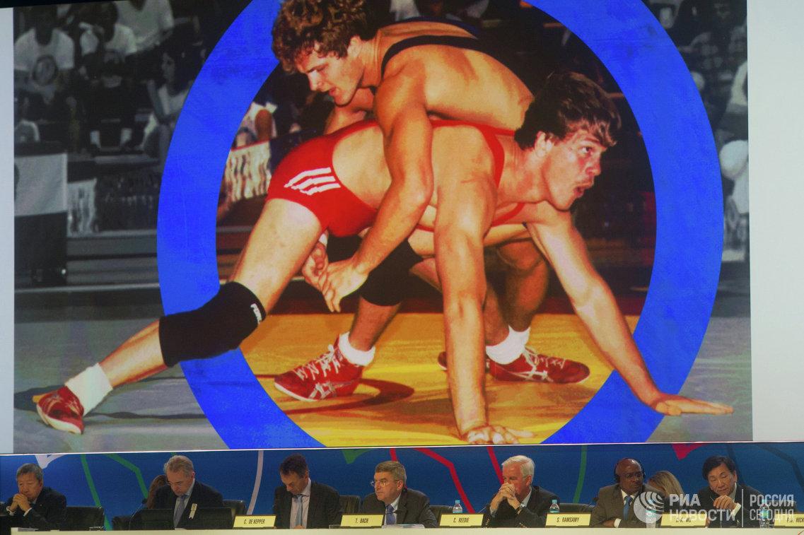 Члены Международного олимпийского комитета во время презентации борьбы как кандидата на включение в программу Олимпийских игр
