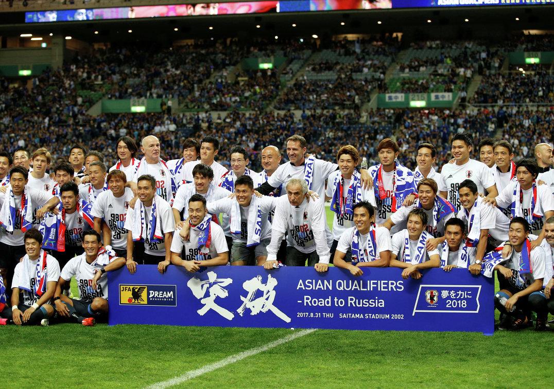 Футболисты сборной Японии после выхода в финальную часть чемпионата миру по футболу 2018 года в России