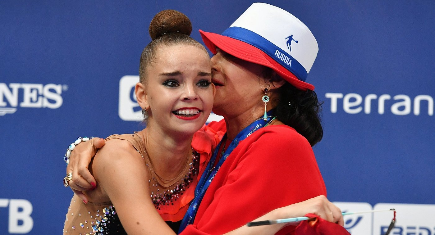 «Российские гимнастки уже две недели живут без телефонов»— Ирина Винер