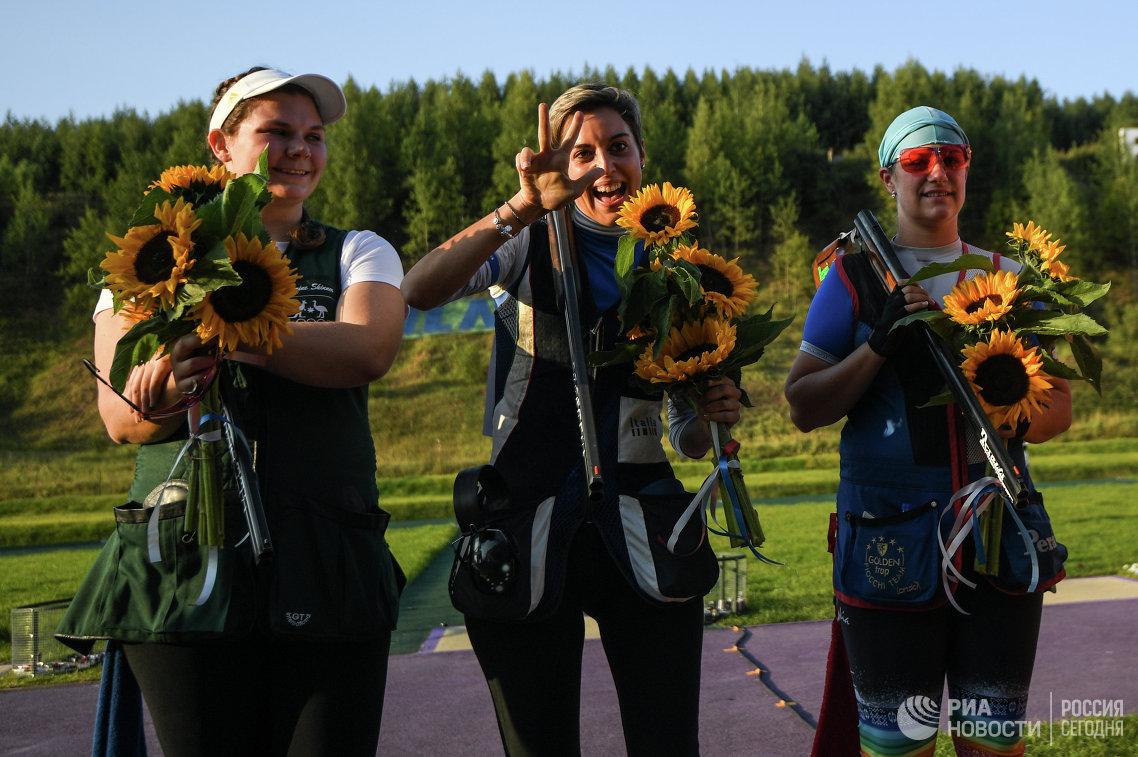 Кэтрин Скиннер, Джессика Росси, Зузана Регак-Штефечекова (слева направо)