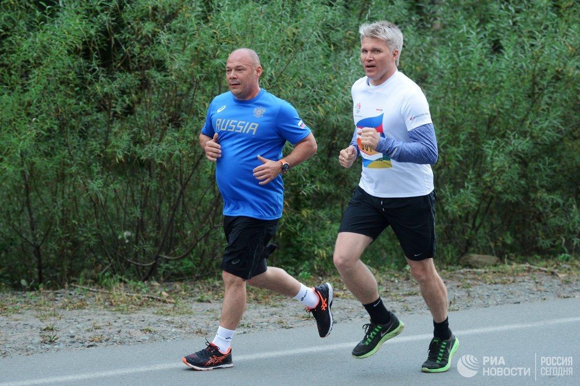 Министр спорта РФ Павел Колобков (справа)
