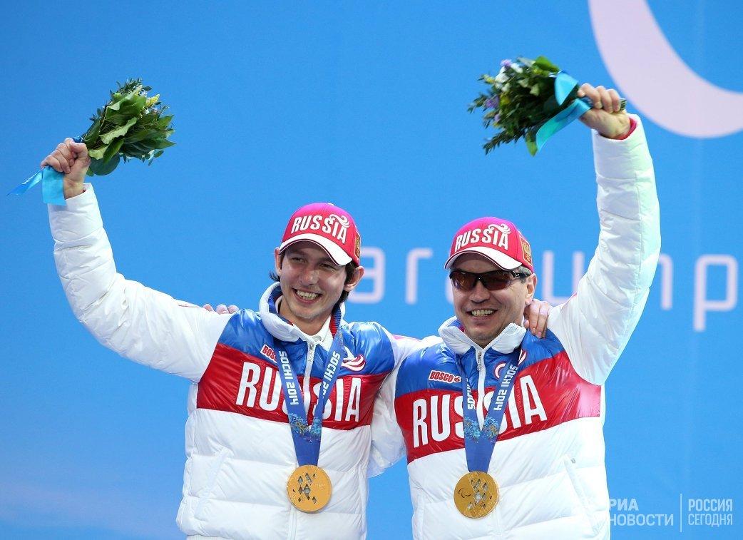 Валерий Редкозубов и ведущий Евгений Героев (справа налево)