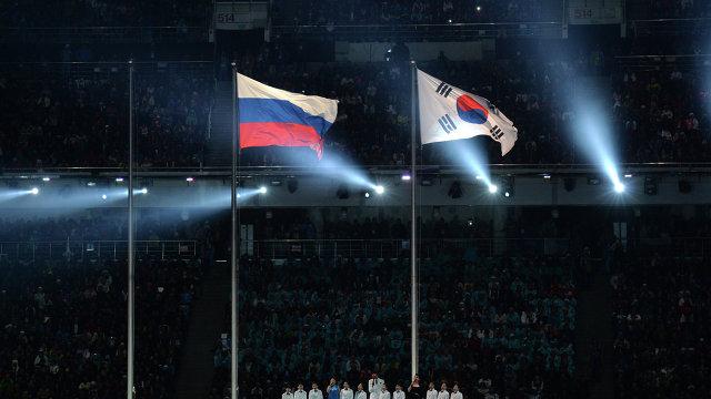 Национальные флаги России и Южной Кореи