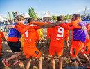 Игроки пляжного футбольного клуба Кристалл