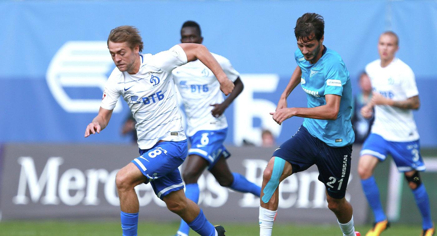 Нападающий Динамо Кирилл Панченко (слева) и полузащитник Зенита Александр Ерохин
