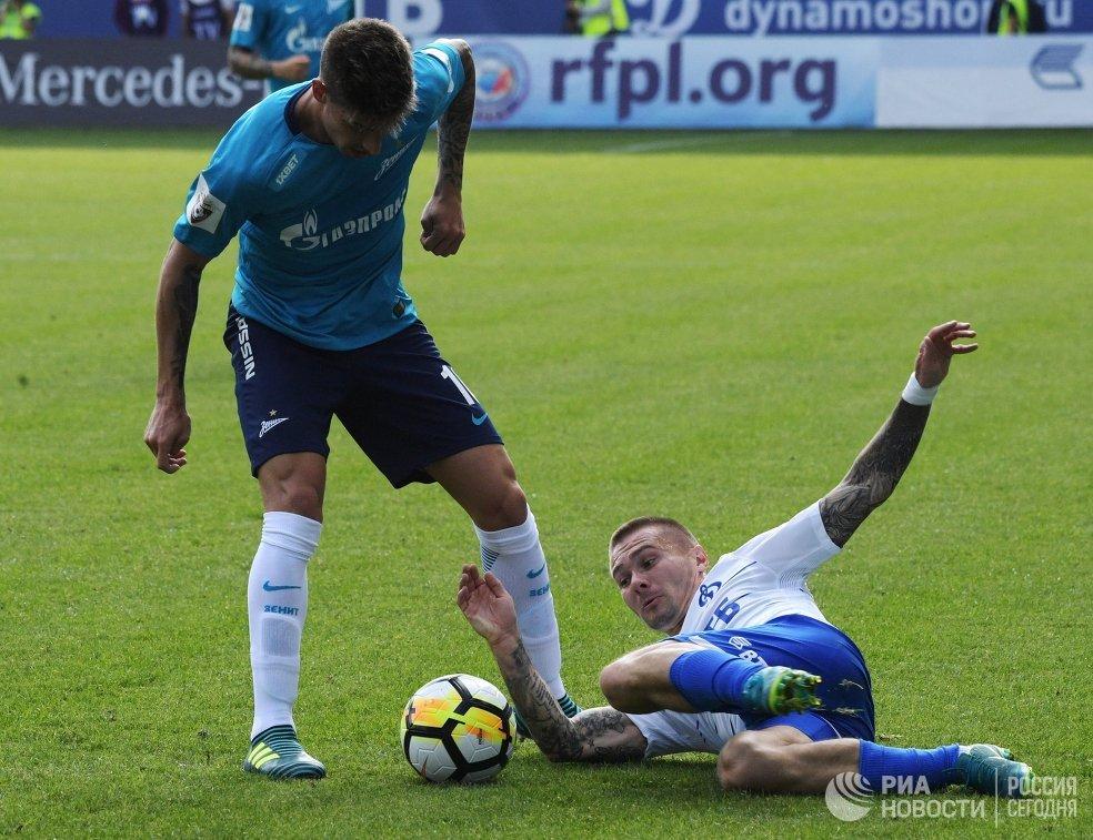 Полузащитник Зенита Эмилиано Ригони (слева) и защитник Динамо Иван Темников