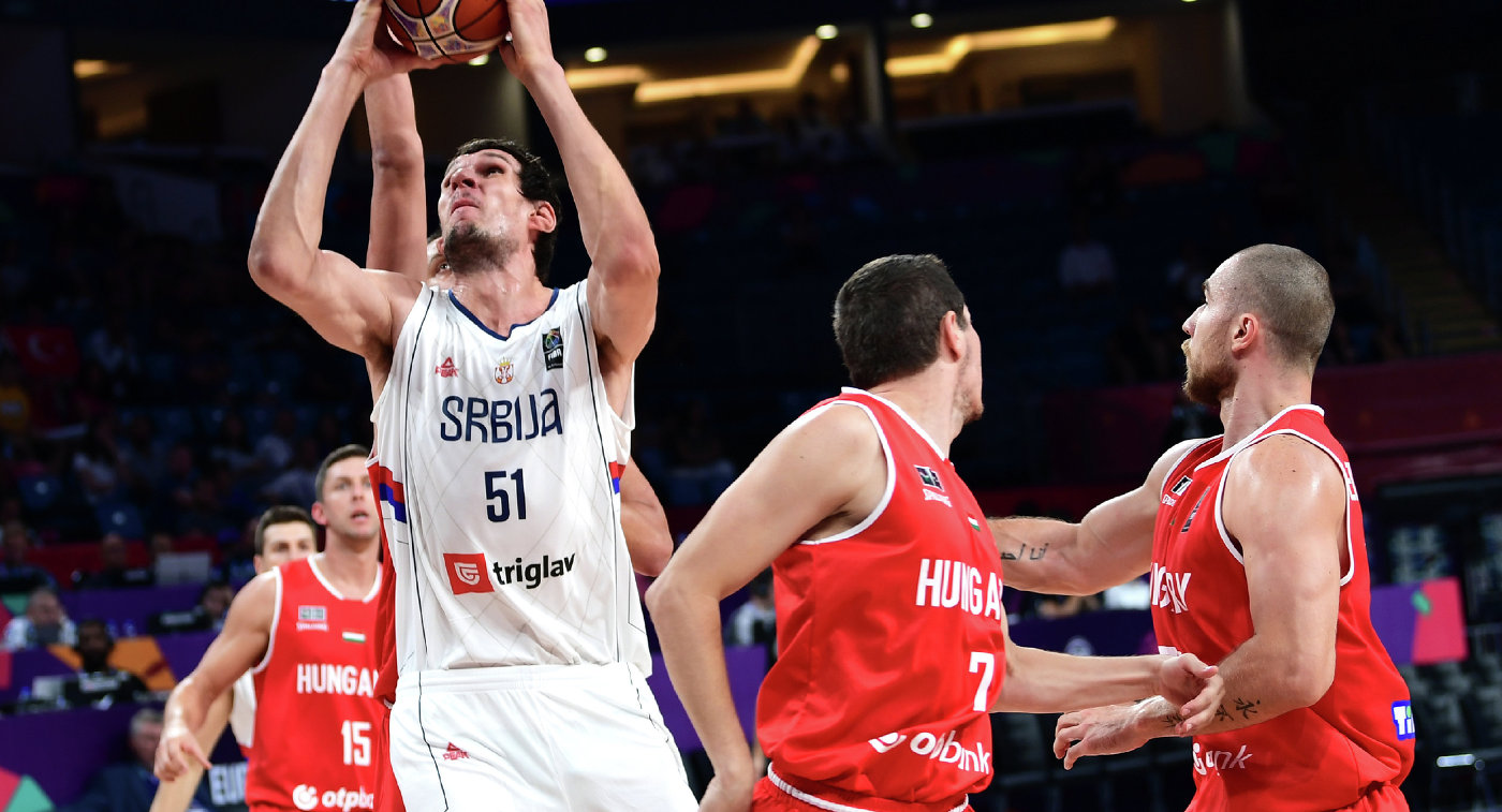 Игровой момент матча Сербия - Венгрия