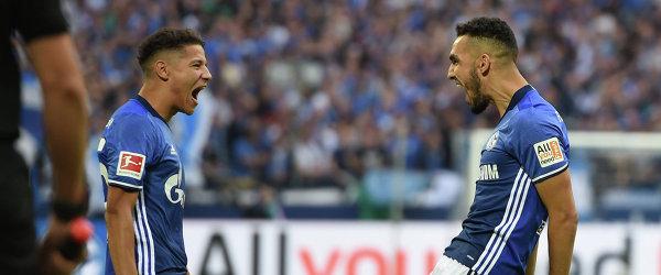 """Футболисты """"Шальке"""" Набиль Бенталеб (слева) и Амин Арит"""