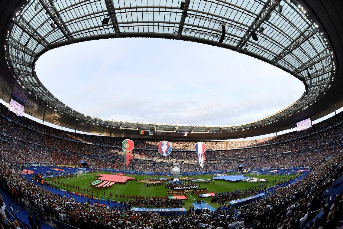 Матч чемпионата Европы по футболу Франция - Португалия на стадионе Стад де Франс