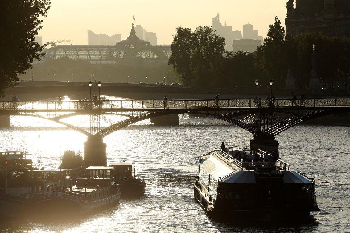 Вид на реку Сену и выставочный зал Гран Пале
