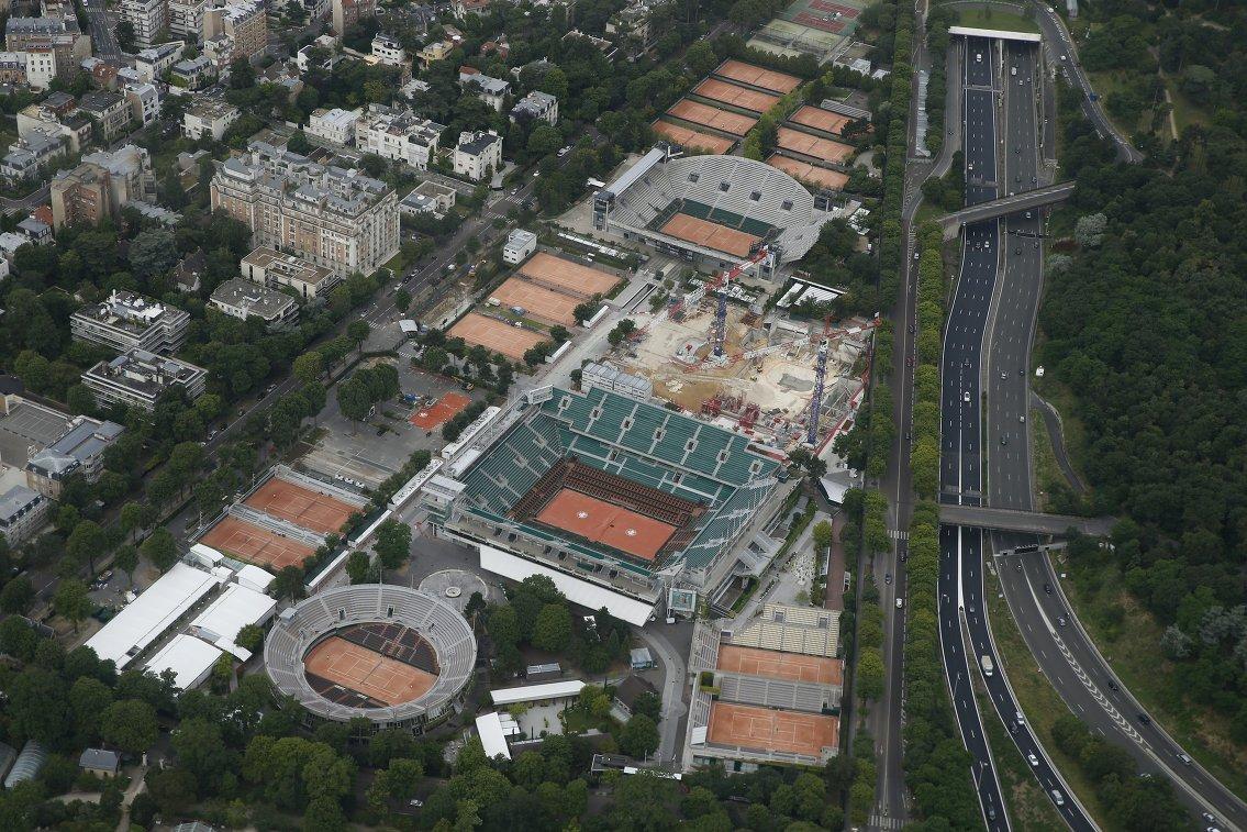 Вид на теннисный центр Ролан Гаррос, включающий в себя 24 корта