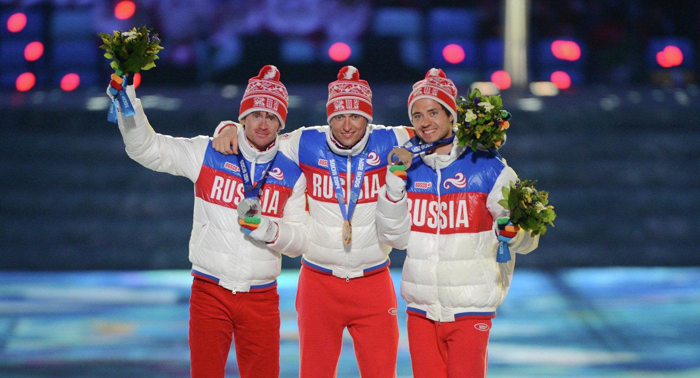 Максим Вылегжанин (Россия) - серебряная медаль, Александр Легков (Россия) - золотая медаль, Илья Черноусов (Россия) - бронзовая медаль