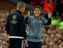 Главный тренер испанской Севильи Эдуардо Бериццо (справа)