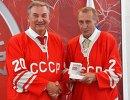 Хоккеисты сборной СССР Владислав Третьяк (слева) и Александр Гусев