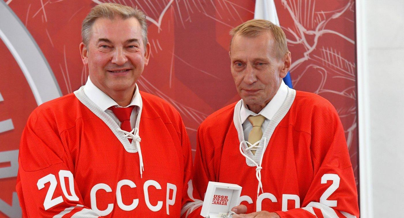 Владимир Путин встретился встретился схоккеистами— участниками суперсерии СССР— Канада 1972-ого