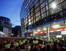 Болельщики Кельна возле стадиона лондонского Арсенала