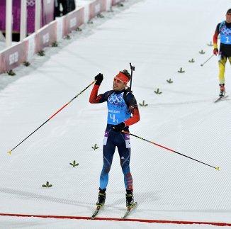 Антон Шипулин на финише эстафетной гонки на ОИ-2014 в Сочи
