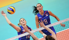 Волейболистки сборной России Ирина Фетисова (слева) и Наталия Гончарова (справа)
