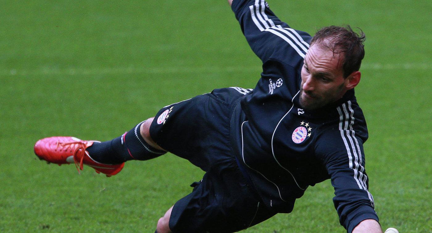 Экс-голкипер «Баварии» возобновил карьеру после травмы Нойера