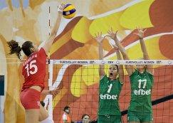 Доигровщица сборной России Татьяна Кошелева (слева)