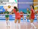 Волейболистки сборной России Татьяна Кошелева и Наталия Гончарова (слева направо на первом плане)