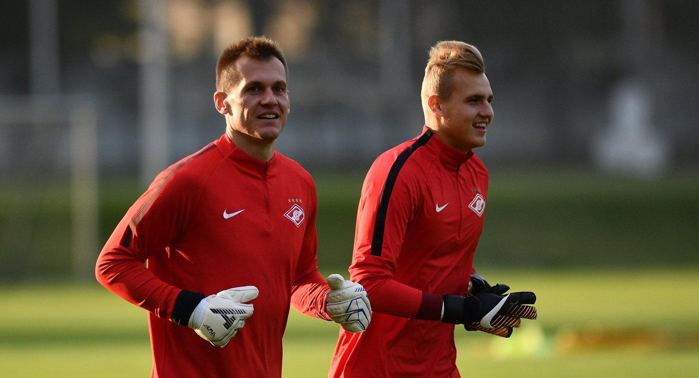 Вратари ФК Спартак Артем Ребров (слева) и Александр Максименко
