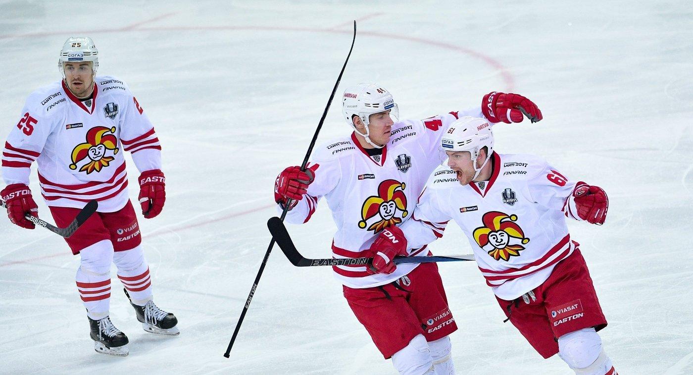 Игроки Йокерита Пекка Йормакка, Йеспер Йенсен и Томми Хухтала (слева направо)