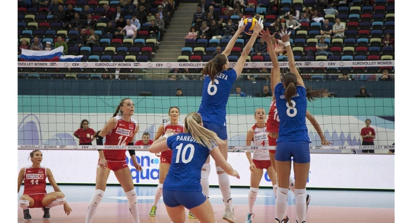Игровой момент матча Россия - Турция