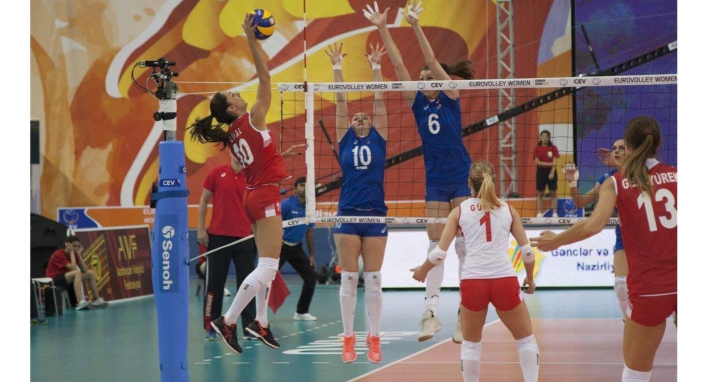 Волейболистки сборной России Екатерина Косьяненко (№10) и Ирина Королева (Заряжко, №6)