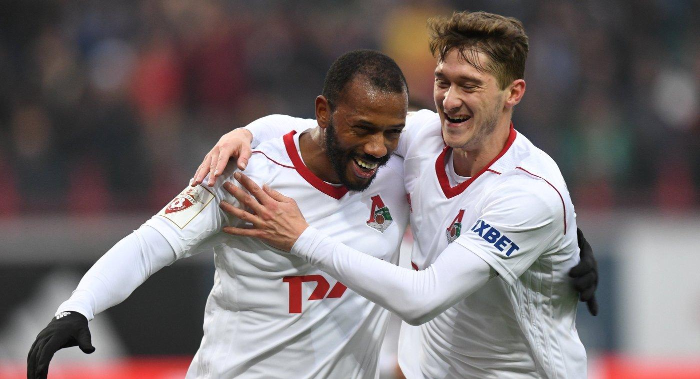 Футболисты Локомотива Алексей Миранчук (справа) и Мануэл Фернандеш