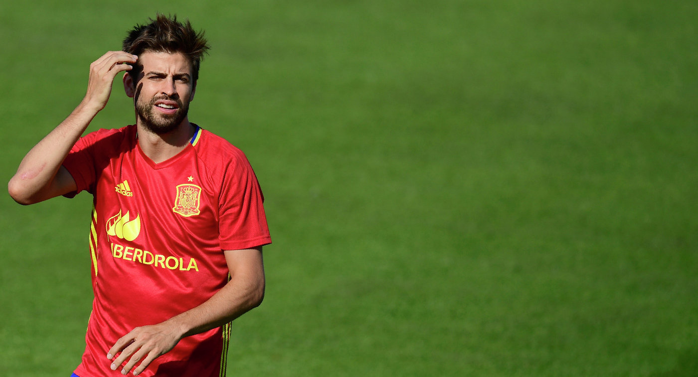 Защитник «Барселоны» Пике вслезах объявил оготовности уйти изсборной Испании