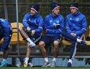 Футболисты сборной России Константин Рауш, Александр Кокорин и Дмитрий Тарасов (слева направо)